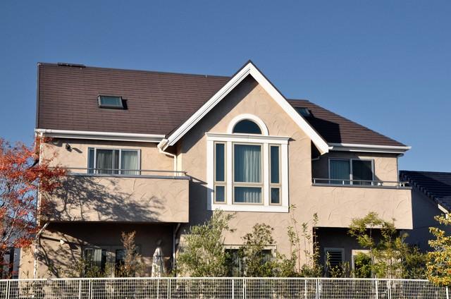 屋根色との組み合わせた戸建て住宅