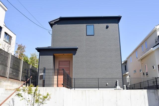 ブラックの戸建て住宅